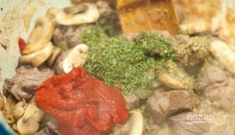 Мясо, тушенное с грибами - фото шаг 6