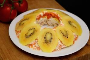 Слоеный салат с курицей и киви - фото шаг 6