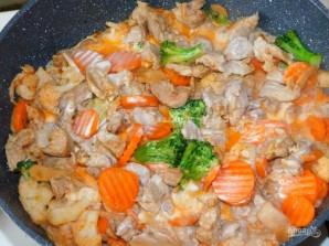 Свинина с замороженными овощами, тушёная в сливках - фото шаг 4