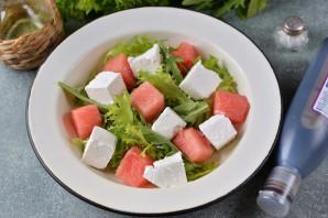Салат из арбуза с фетой и рукколой - фото шаг 5