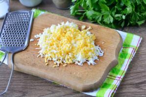 Салат с сайрой и грибами - фото шаг 7