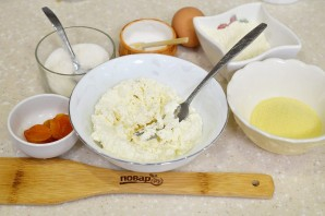 Сырники с курагой - фото шаг 1