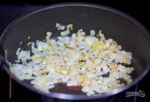 Ракушки с курицей и грибами - фото шаг 1