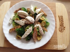 Салат с курицей, брокколи и моцареллой - фото шаг 9