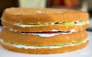Бисквитный торт с фруктами и творожным кремом - фото шаг 14