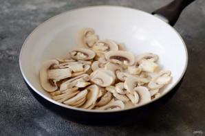 Постная тушеная капуста с грибами - фото шаг 2