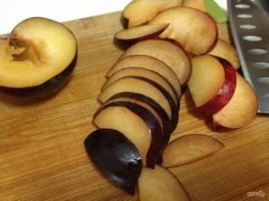 Французские тосты с яблоками и сливами - фото шаг 3