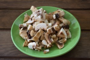 Пирожки из слоеного теста с грибами и курицей - фото шаг 2