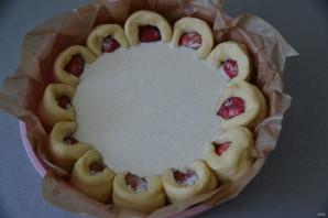 Дрожжевой пирог с клубникой - фото шаг 15