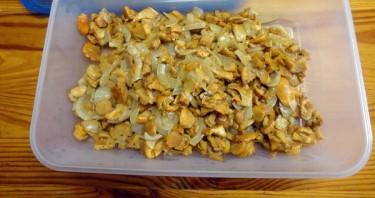 Пирог с грибами из слоеного бездрожжевого теста - фото шаг 3