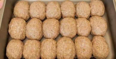 Котлеты под соусом в духовке - фото шаг 2