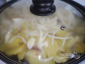 Картофель жареный с луком и зеленью - фото шаг 5