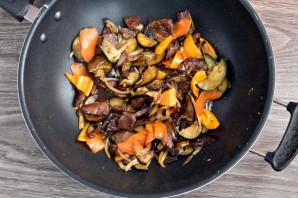 Теплый салат с говядиной и баклажанами - фото шаг 5