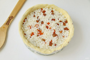 Пирог с рисом, изюмом и курагой - фото шаг 9