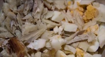 Салат с копченой треской - фото шаг 3