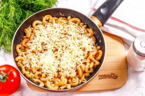 Макароны с сыром на сковороде - фото шаг 6