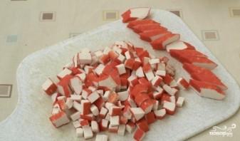 Салат новогодний из крабовых палочек - фото шаг 3