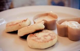 Сырники со сгущенкой - фото шаг 4