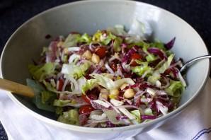 Салат с нутом и колбасой - фото шаг 9