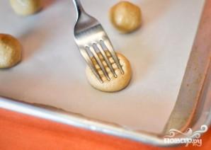 Печенье с арахисовым маслом и шоколадной начинкой - фото шаг 3