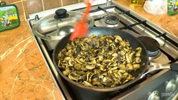 Блины с грибной начинкой и яйцами (рецепт для гурманов) - фото шаг 5