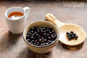 Черная смородина с медом на зиму - фото шаг 1