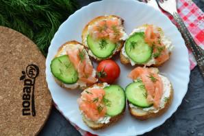 Бутерброды с рикоттой и красной рыбой - фото шаг 11