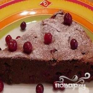Шоколадный пирог с брусникой - фото шаг 6