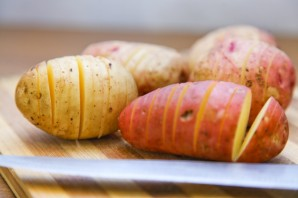 Картошка-гармошка в мультиварке - фото шаг 3