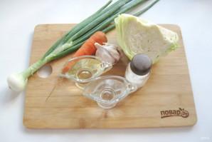 Капуста с чесноком и морковью - фото шаг 1