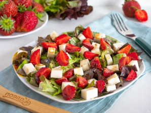Салат из клубники - фото шаг 6