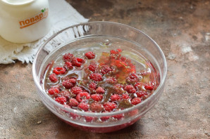 Компот из красной смородины и малины на зиму - фото шаг 2