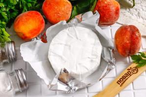 Камамбер с персиками в духовке - фото шаг 1
