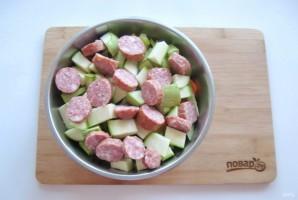 Картофель с колбасками в духовке - фото шаг 5
