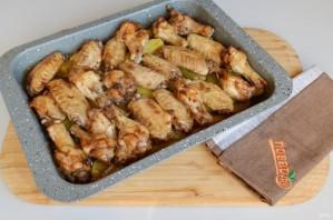 Запеченные куриные крылышки с картошкой - фото шаг 8