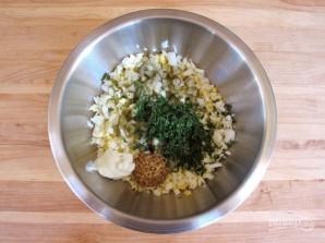 Яичный салат с огурцом - фото шаг 2