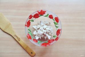 Салат с жареным яйцом и курицей - фото шаг 2