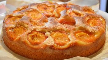 Пирог с абрикосами (простой и вкусный) - фото шаг 7