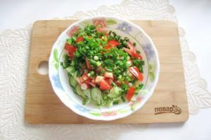Овощной салат с капустой, помидорами, огурцами и зеленью - фото шаг 5