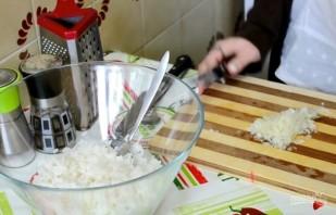 Салат с рисом и рыбными консервами - фото шаг 2