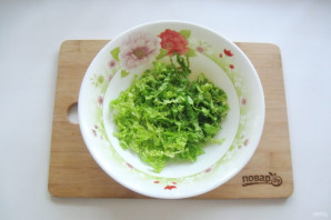 Салат с пекинской капустой и копченой курицей - фото шаг 2