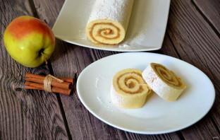 Бисквитный рулет с яблоками - фото шаг 15