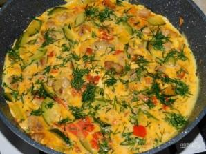 Мясной омлет с кабачками и помидорами - фото шаг 4