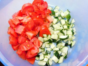Салат с кускусом, помидорами и зеленью - фото шаг 2
