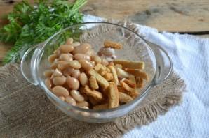 Салат с фасолью и сухариками - фото шаг 3