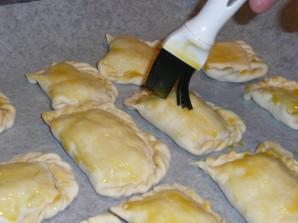 Дрожжевые пирожки с вишней - фото шаг 9