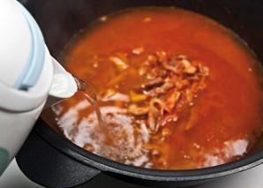 Солянка мясная на сковороде - фото шаг 11