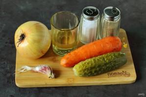 Салат с морковью и солеными огурцами - фото шаг 1