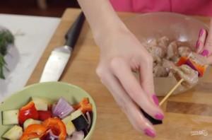 Шашлычки на шпажках в духовке - фото шаг 5