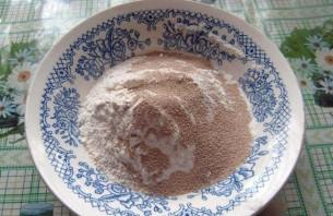 Блинчики на молоке дрожжевые - фото шаг 2